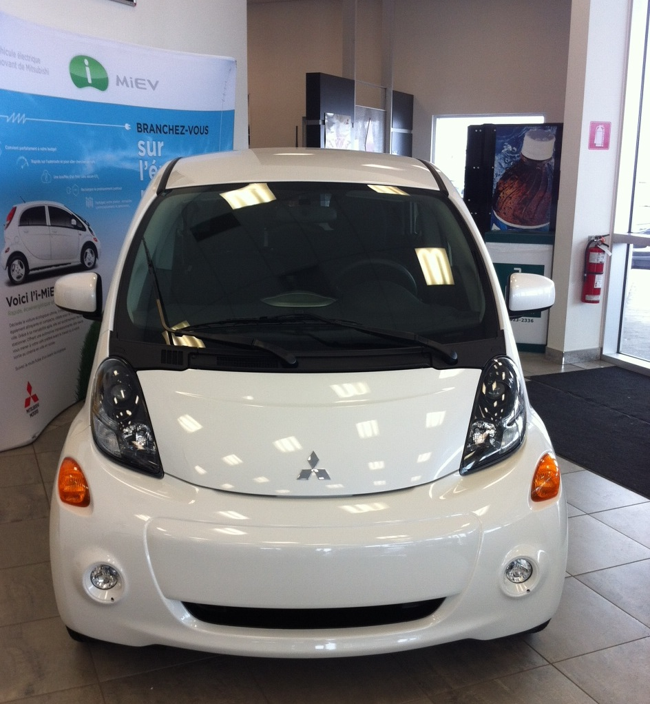 une voiture 100 lectrique la mitsubishi i miev roulez electrique. Black Bedroom Furniture Sets. Home Design Ideas