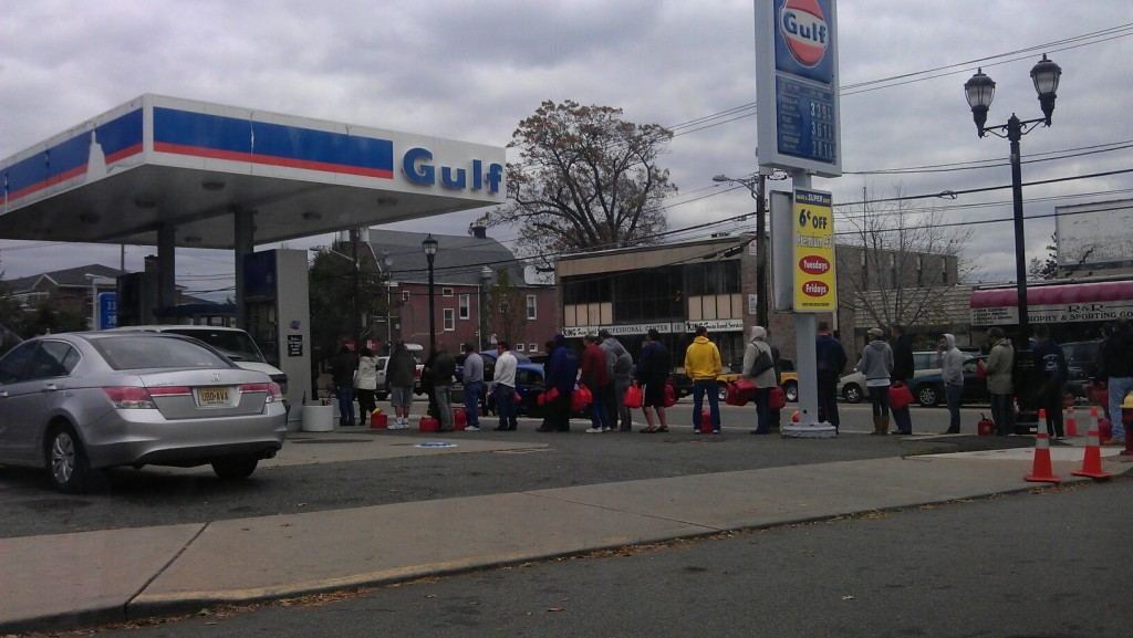 File d'attente pour acheter de l'essence au NJ