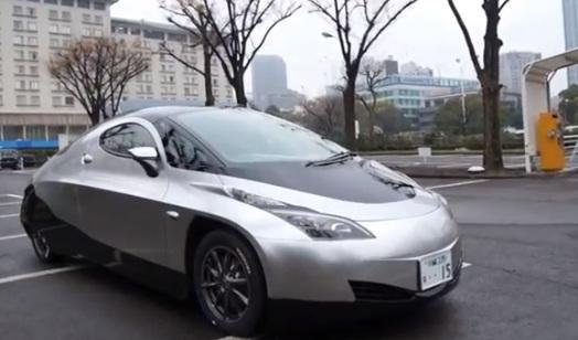 la sim cel une voiture japonaise 4 moteurs roues le commentaire de pierre langlois roulez. Black Bedroom Furniture Sets. Home Design Ideas