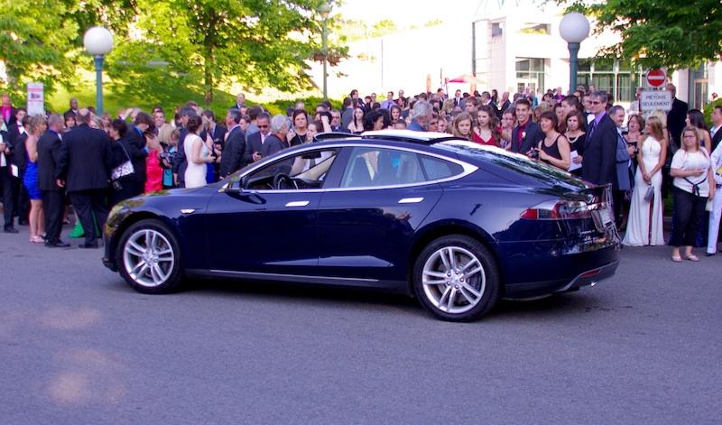 La Tesla Model S comme «limousine» à un bal des finissants à Québec!