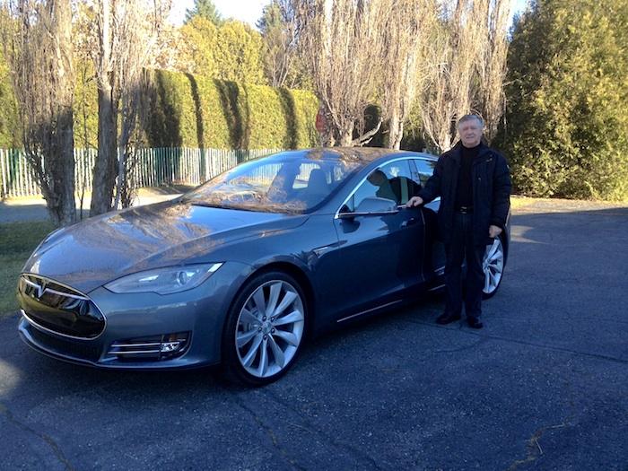 Neil Mathieu : Un nouveau propriétaire d'une Tesla P85+ de St-Georges!