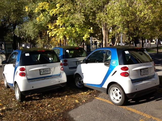 Les véhicules en libre service peuvent être stationnés l'un derrière l'autre, ce qui permet une énorme économie d'espace.