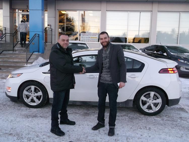 M. Yvan Tremblay en compagnie de Hugo Jeanson, co-propriétaire de Bourgeois Chevrolet