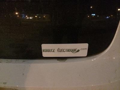 J'ai eu la belle surprise de voir le logo de roulezelectrique.com sur la VOLT de M. Tremblay.