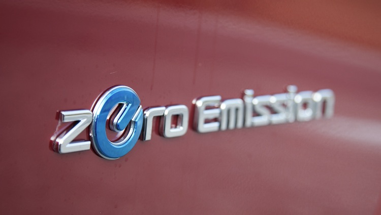 2012-nissan-leaf-zero-emission-badgejpg
