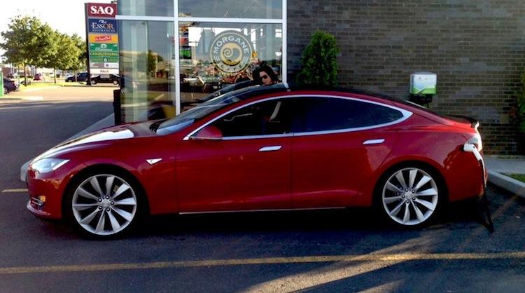 À VENDRE : Une Tesla P85 «d'occasion» avec 30 000$ de rabais