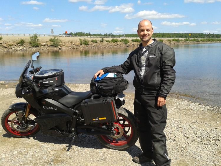 Québec-La Sarre-Québec en moto électrique !!    2000 KM pour 0$