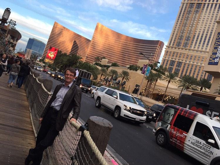 Jean-Marc Pittet pose fièrement sur la «strip» à Las Vegas!