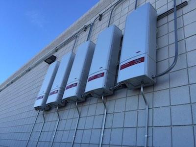 5 onduleurs de 10 kW chacun à Cordes Lakes en Arizona.