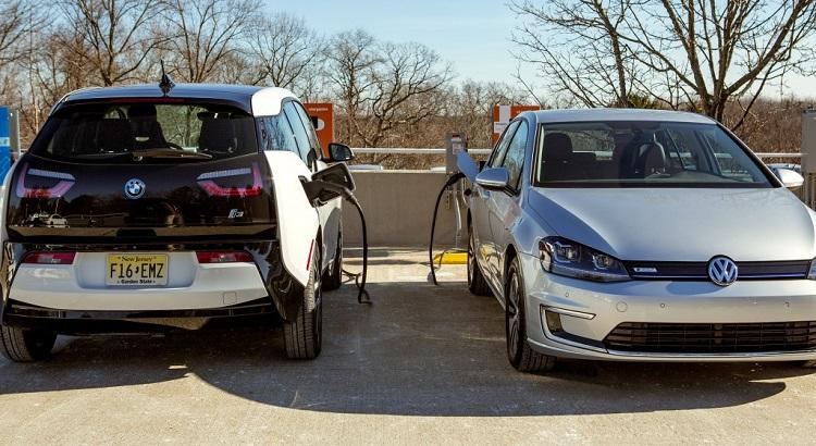 Une centaine de bornes de recharge rapide CCS prévues en 2015 aux États-Unis