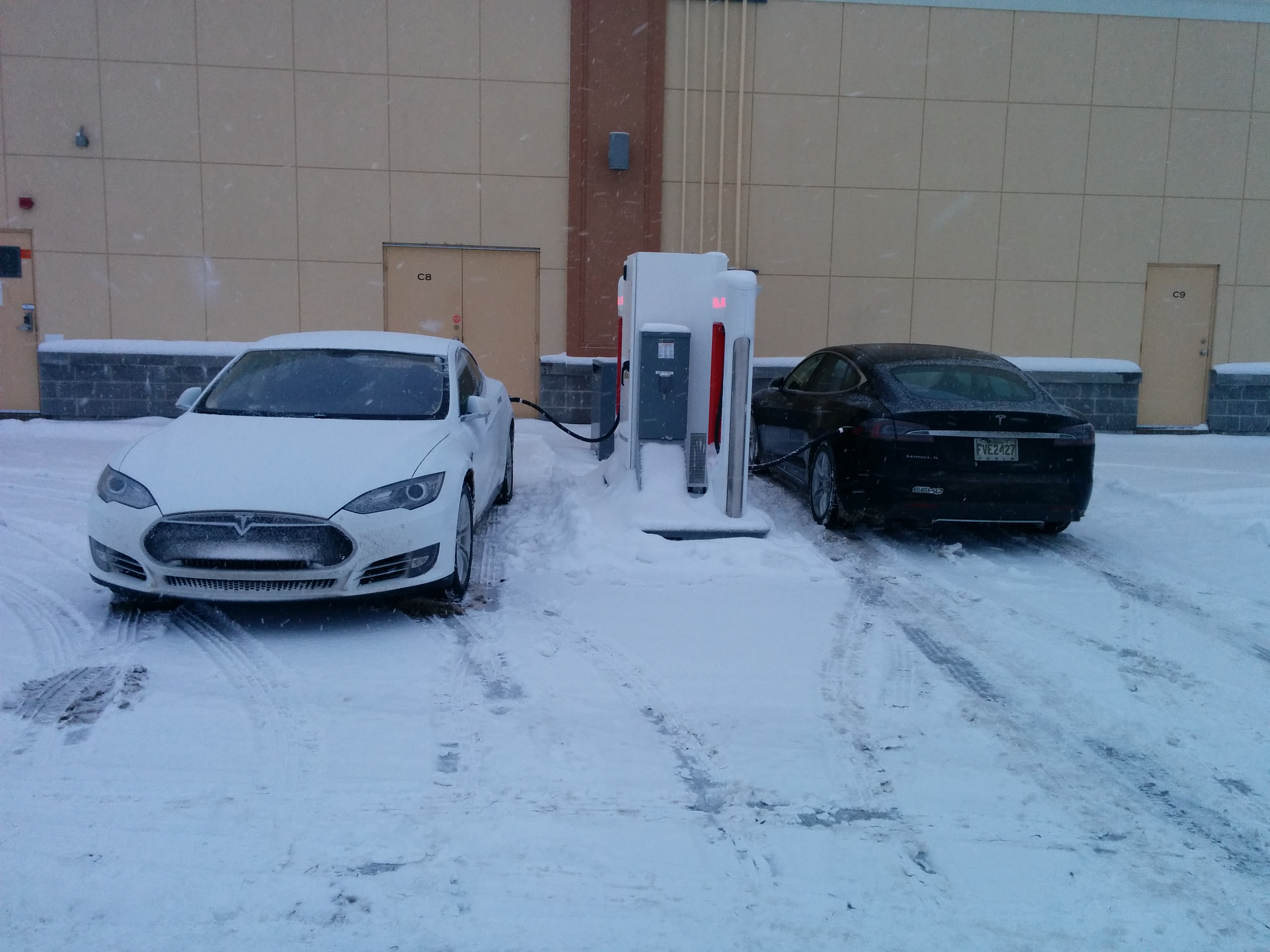 Session de supercharge commune pour les Tesla de Location EEKO