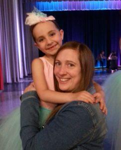 Une marraine fière de sa petite ballerine!