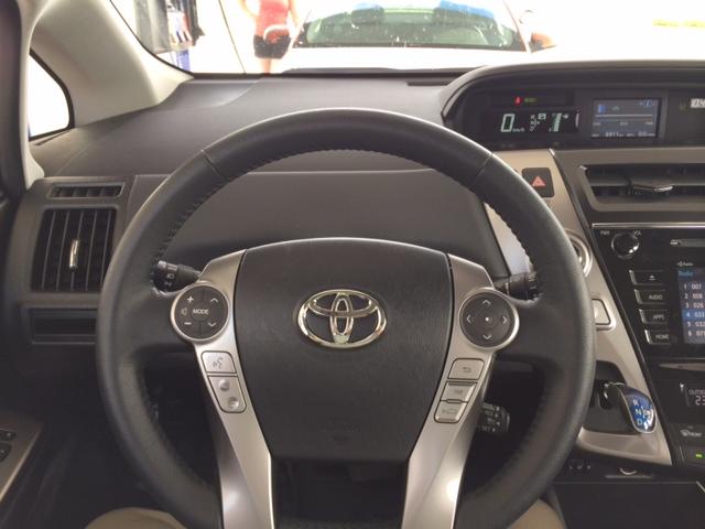 Toyota Prius V-DB-5