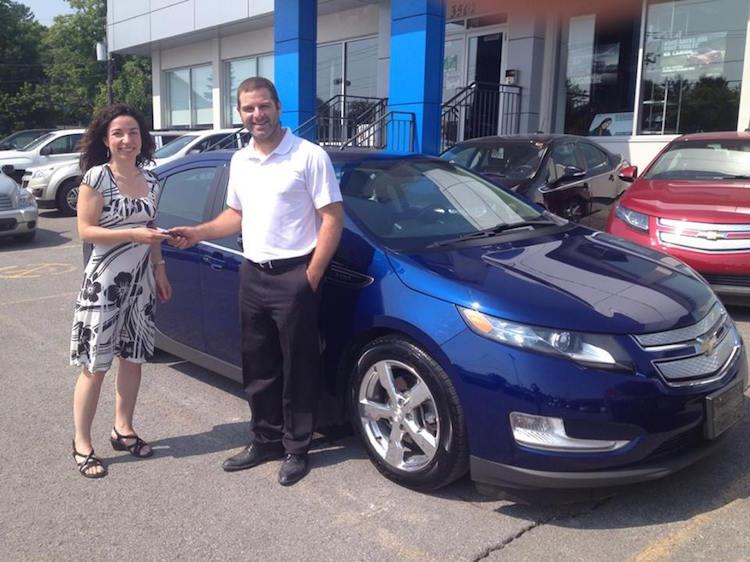 Martine Ouellet fait l'acquisition d'une VOLT 2013 chez Bourgeois Chevrolet!