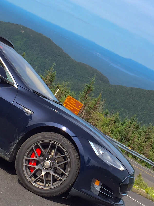 Tesla avec Pirelli P7 du haut du Mont Mégantic! :-)