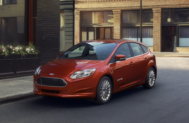 2016-ford-focus-electric_100525722_m