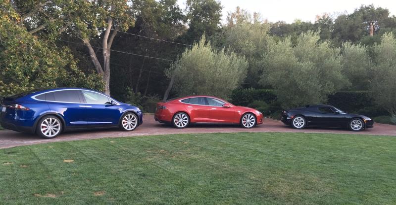 Trois véhicules Tesla! Model X F00003, Model S F00020 et Roadster F00016!