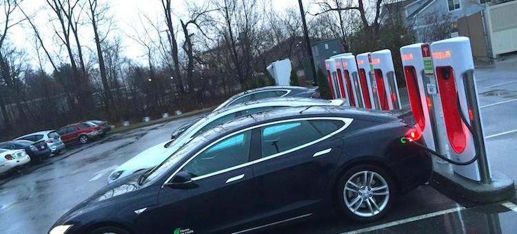 INAUGURATION du Supercharger de Burlington-Sud: Nouveau modèle d'affaires pour TESLA MOTORS