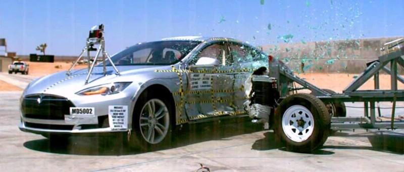 Rare accident mortel en Tesla : le conducteur d'une Tesla Model S se fait frapper par un camion-benne