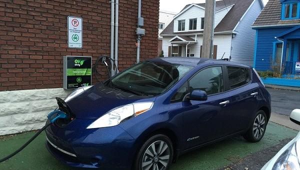 Nissan Leaf 2016 : une cure de rajeunissement électrique réussie