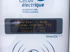 On voit sur la photo que jusqu'à 71 %, la Kia charge à 390 V, mais à des températures plus basses.