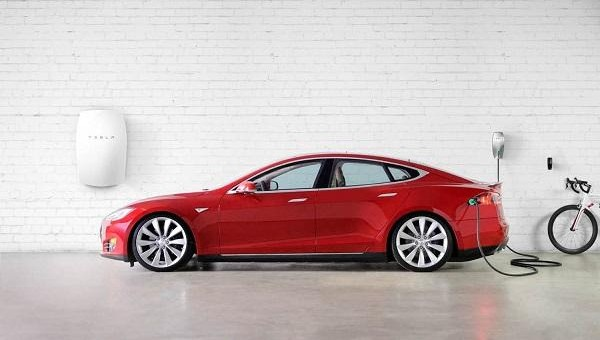 Bientôt : la fameuse batterie Powerwall de Tesla chez Roulez Électrique