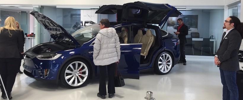 PRIX du Tesla Model X au Canada: Jusqu'à 260 000$ CAD!