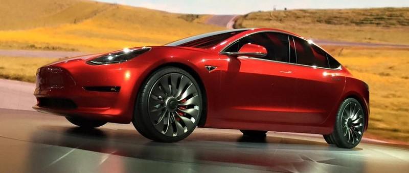 Accueillons la petite dernière de la famille Tesla : photos et essai routier!