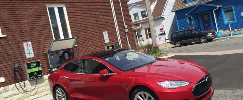 Essais Tesla à la Station Roulez Électrique!