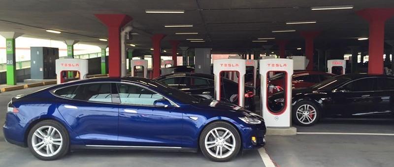 Inauguration officielle du Supercharger Tesla de Place Vertu