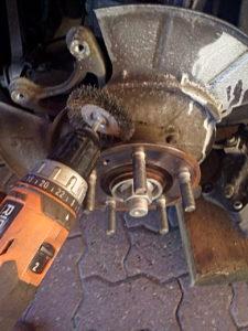 Brossage du moyeu de roue