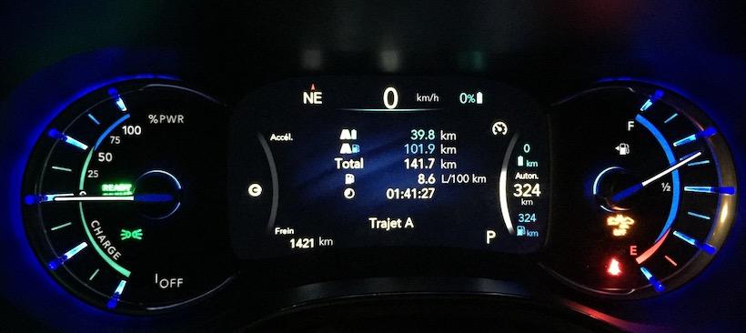 Consommation totale sur autoroute (Brossard - Trois-Rivières) à une vitesse moyenne de 100 KM/heure avec de mauvaises conditions (route enneigée et rafales de vent). Il s'est ajoutée 5 KM sur le parcours électrique puisque le moteur thermique génère un surplus d'énergie et celle-ci se retrouve dans la batterie.
