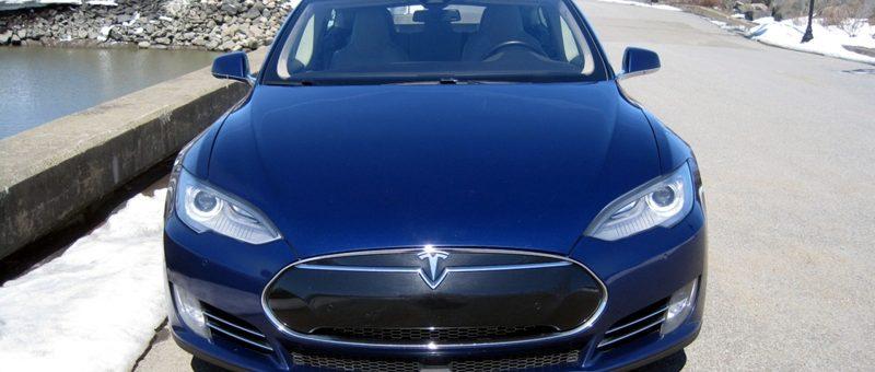 Le pour et le contre de la Tesla S – Expériences & analyse