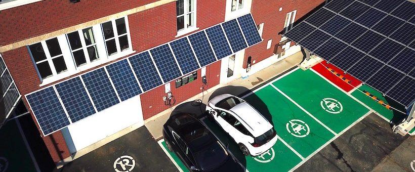 Consommation électrique et production solaire de la Station: AOÛT 2017