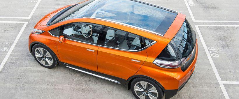 Voici un tableau montrant les différences de CO2 entre les véhicules électrique, les hybrides et les voitures à essence