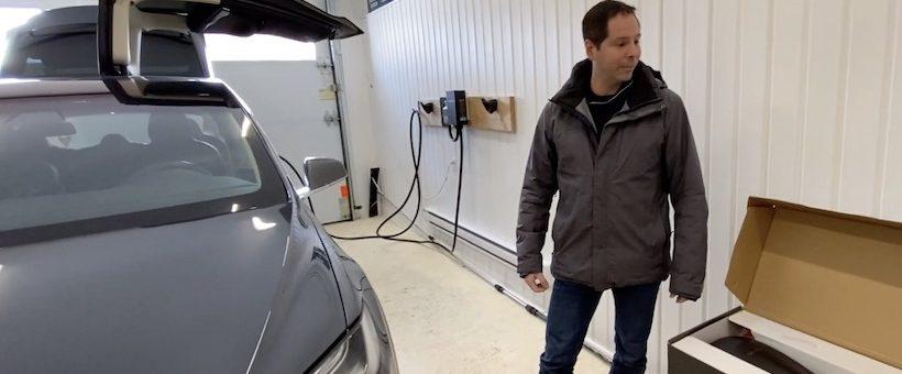 VIDÉO : Yanik échange sa borne Tesla, signée par Elon Musk de surcroit, pour une borne GRIZZL-E.  Il nous explique pourquoi!