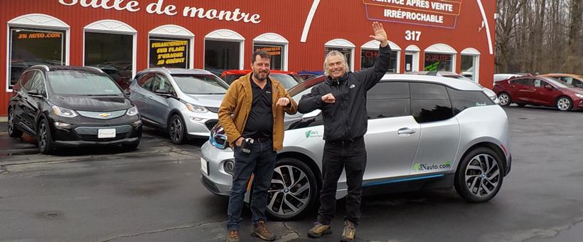 J'ai enfin décidé d'aller voir à quoi ressemblait le no 1 des VÉ d'occasion au Québec, JN Auto